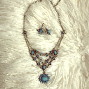 Jewelry - Silver & Turquoise necklace w/ matching earrings